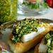 Salsa piccante con basilico, olive e mandorle