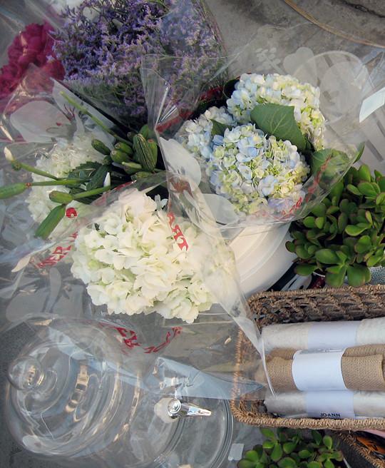 flowers+vases+table settings+baby shower decor ideas -3
