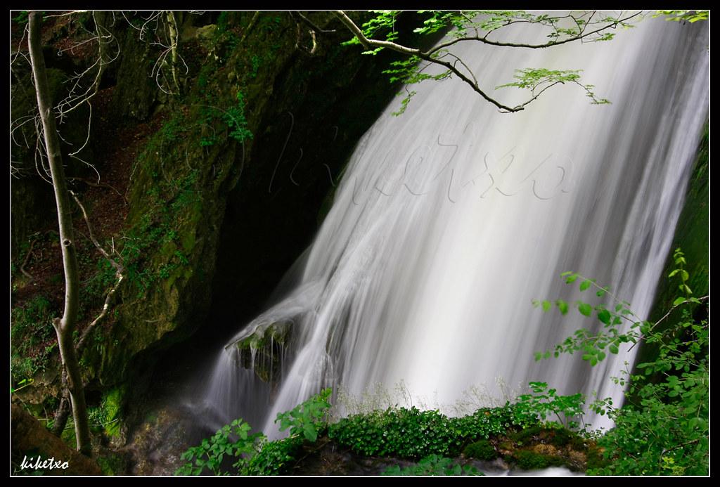 Rio Urederra - Cortina de agua