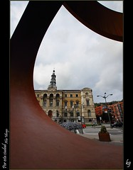 Por esta ciudad (kgorka) Tags: canon arte edificio sigma bilbao urbano kata 1020 bizkaia euskadi bilbo oteiza eos7d gorkabarreras