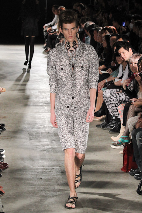 Gabriel Gronvik3092_SS11_Tokyo_SS11_Tokyo_GUT'S DYNAMITE CABARETS(Fashionsnap)