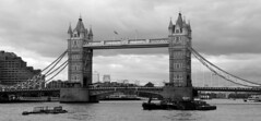 Londres bn_0057 (Joanbrebo) Tags: london cityscape pont puente bridge rio riu river thames arquitectura blancoynegro blackwhite monochrome canoneos70d eosd efs18135mmf3556is autofocus