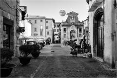 Spoleto street art (andaradagio) Tags: spoleto umbria andaradagio bianconero bw streetart nadiadagaro canon festivaldispoleto