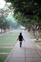 Alone (wsifrancis) Tags: winter film campus minolta walk taiwan taichung   2009 thu      fujifilmsuperia200 thua xgm minolta50mmf17 departmentofarchitecture