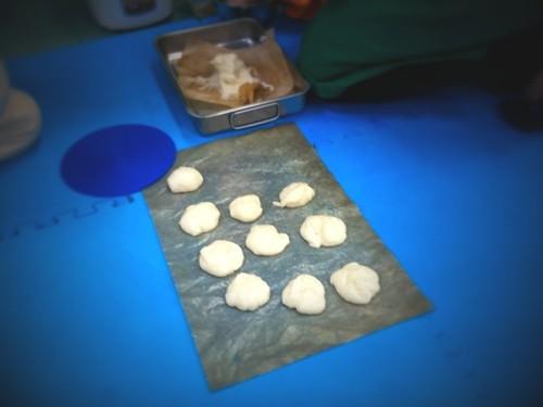 道場の忘年会で餅作り。