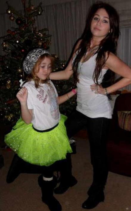 miley-personal-holiday-pictures (22)
