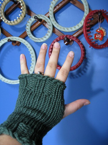 Simple fingerless mitten