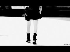 Boots (Pemi Serarols) Tags: street new bw girl rock botes calle strada chica legs boots skirt bn jupe rue miniskirt fille carrer noia botas falda minifalda cames newrock minijupe faldilla pemisera minifaldilla piernasjambes