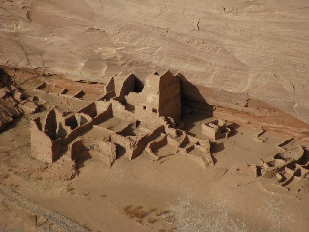 anasazi ruins at canyon de chelley