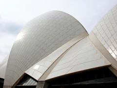 Sydney Opera House (MelindaChan ^..^) Tags: roof white house architecture opera sydney mel melinda aussie sydneyoperahouse buikding chanmelmel melindachan