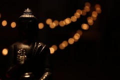 enlightening moment (donchris!) Tags: light up licht focus dof close god bokeh lumire buddha dio luc moment luce nahaufnahme dios dieu deus gott wiato ligero lekki   enlightening bg