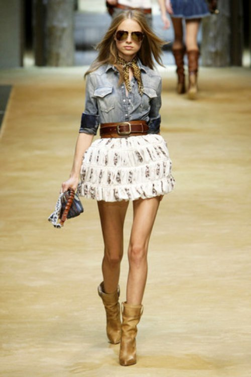 D-and-G-Podium-spring-fashion-2010-014_runway,elle.com,nytt