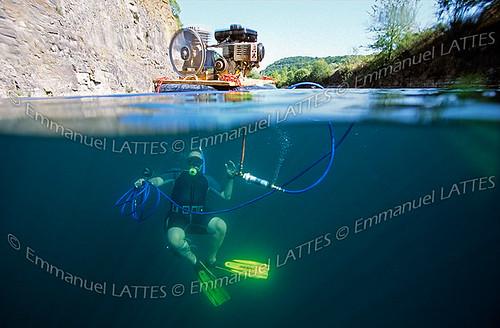 Plongée sous-marine au narguilé en eau douce.