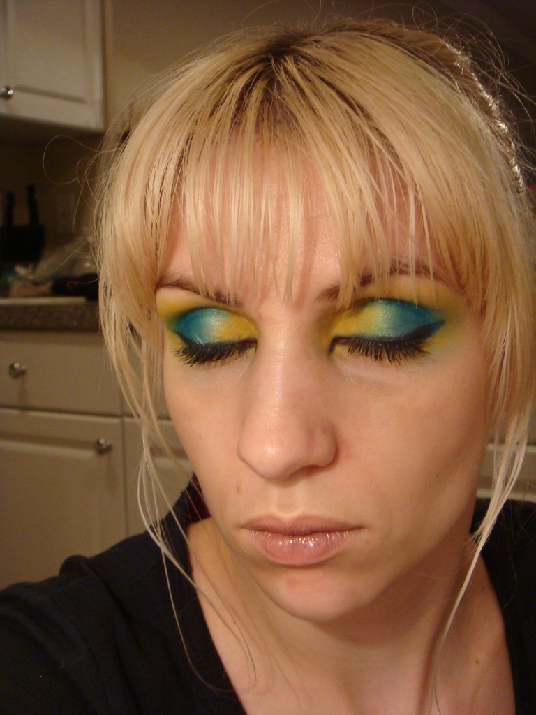 Blue/yellow shadow {full face}