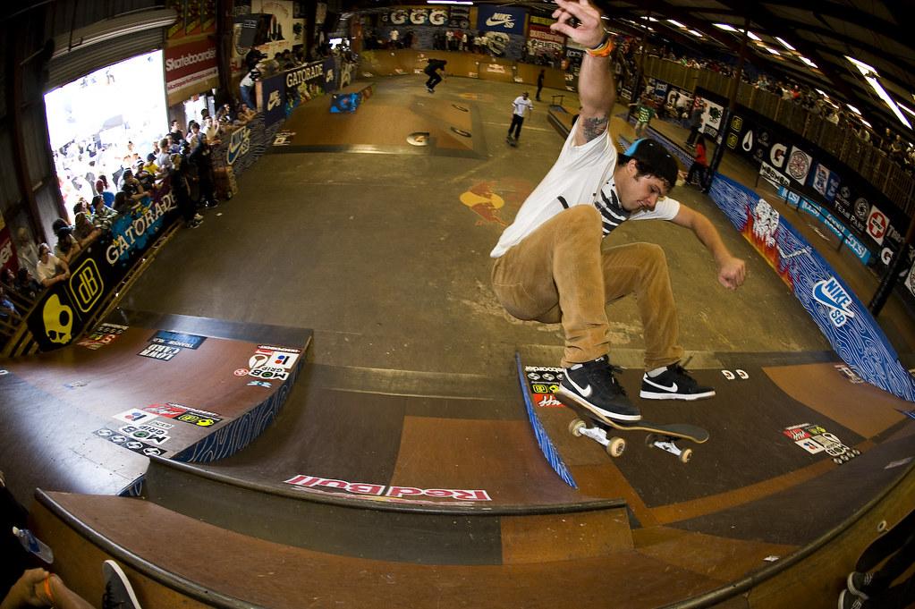 Robert Lopez Mont - Frontside Flip Wall Ride