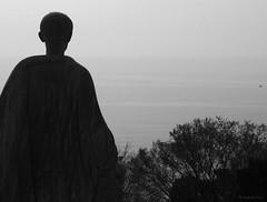 Mare Nostrum (SantiMB.Photos) Tags: sea bw sculpture españa silhouette mar spain mediterranean bn escultura catalunya silueta kdd tarragona mediterráneo of enfoca sortidazz tarracofotografia ml70