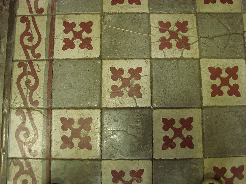 Carrelage motifs anciens great stunning carrelage ancien for Carrelage ceramique ancien