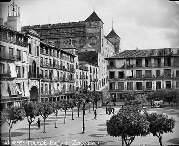 Plaza de Zocodover hacia 1880. Fotografía de Levy