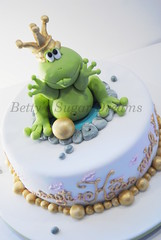 Frog Prince (Bettys Sugar Dreams) Tags: germany gold princess hamburg prince betty frog frosch torte kurs prinz fondant knig frogprince torten gumpaste kissthefrog froschknig sugarpaste motivtorte bettinaschliephakeburchardt bettyssugardreams tortenkurs kssdenfrosch