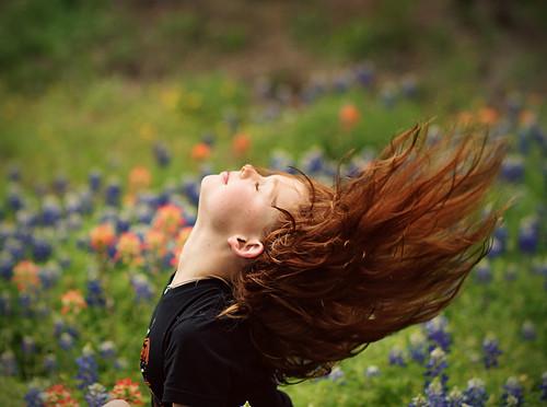 フリー写真素材, 人物, 子供, 少女・女の子, 横顔, 髪がなびく,