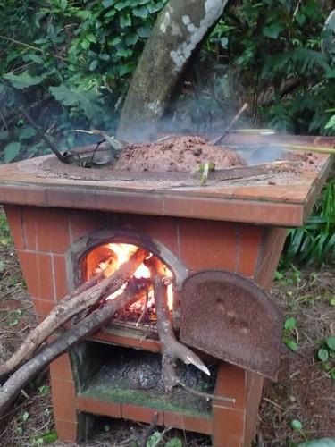 四小時製程的土窯雞,製作中