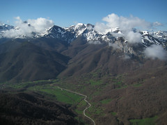 Valle del Deva (_Toni_) Tags: mountain nature torreblanca esqu picosdeeuropa travesa elcable