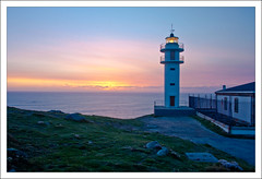 Tourian (e 3) (David GP) Tags: sunset sea sky lighthouse faro mar galicia galiza cielo ceo puestadesol anochecer anoitecer postadesol tourian