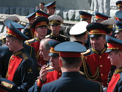 Alexander Gardens, Moscow, Russia (Marc_P98) Tags: gardens soldier uniform russia moscow cigarette military ceremony cap alexander kremlin