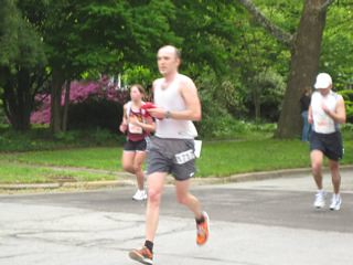 Rob at mile 11 of Illinois Marathon