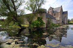 Le Manoir d'Argouges et ses douves - Calvados - Basse Normandie (Philippe_28) Tags: france castle 14 normandie schloss tp normandy château middleages calvados burg manoir moyenâge argouges