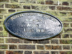 Photo of Robert Louis Stevenson blue plaque