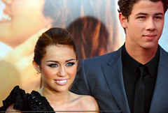 Niley (YouGoGlenCoco!) Tags: family light love last eyes couple kevin brothers song nick joe disney liam demi cyrus jonas selena gomez miam the miley lovato jemi niley memi twitter hemsworth thelastsong foreverandalways nelena