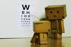 233/365 Die Danbos beim Sehtest / The Danbos at the eyecheck (_vonStein) Tags: toys amazon letters buchstaben danbo project365 spielzeuge revoltech flickrcolour projekt365 sehtest eyecheck danboard