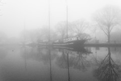 Flying Dutchman (Plutone (NL)) Tags: trees bw mist reflection water landscape boot boat leiden zwartwit singel landschap