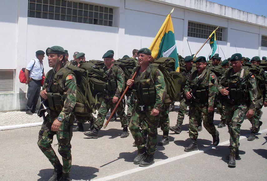 9101d3278c5 Pára-quedistas Portugueses (branco.valter) Tags: portugal de dia da escola