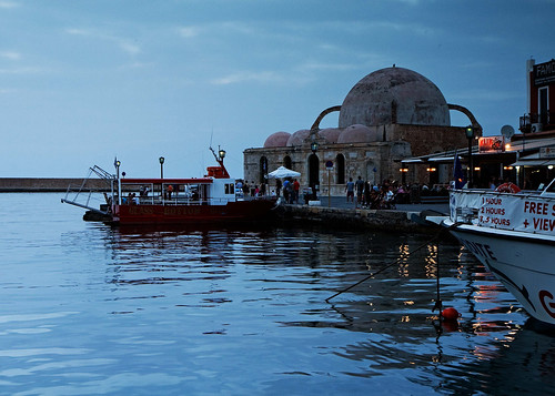 hania harbor at night
