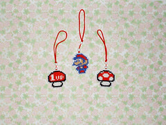 Mario Bros - Pingentes de ponto-cruz p/ celular (inversecraft) Tags: crossstitch mario nes mariobros supermario pontocruz