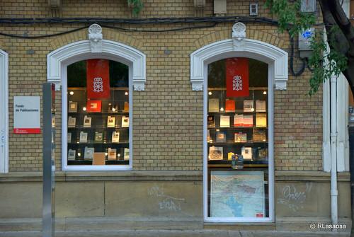 Fachada de la librería del Gobierno de Navarra en la Avenida de las Navas de Tolosa.