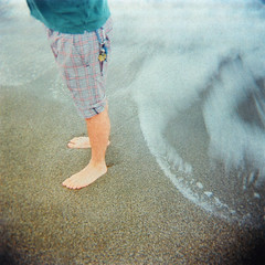 I piedi di Angelo (ale2000) Tags: blue sea people man 6x6 feet beach water mediumformat naked square keys geotagged foot seaside holga xpro keyring cross skin blu crossprocess bleu uomo shore photowalk shorts angelo process agfa acqua spiaggia pelle rsxii portachiavi chiave bagnasciuga pantaloncini geo:lat=43067939 aledigangicom geo:lon=10534536