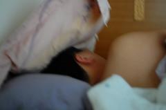 夾縫中熟睡的老公