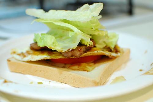 燒烤牛肉總匯三明治原型