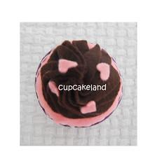 cupcake tecido mod.11 (Cupcakes de tecido Cupcakeland) Tags: cupcakes decorao presentes sache lembrancinhas alfineteiro agulheiro cupcakefeltro docesdefeltro cupcakedetecido lembranaparach lembranaparacasasamento docesemfeltro docesemtecido