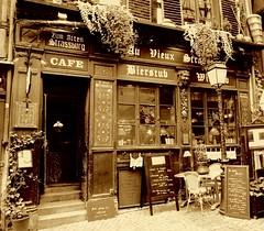 Au Vieux Strasbourg (DomiKetu) Tags: bw france monochrome sepia facade lumix mono restaurant pub panasonic strasbourg alsace sépia winstub fz38 dwwg fz35
