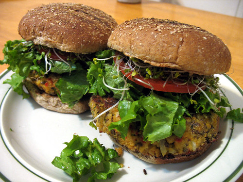 recipe-roasted_pepper_veggie_burger_photo_07