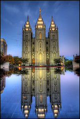 LDS Temple, Salt Lake City (szeke) Tags: city urban usa reflection church temple utah us unitedstates iglesia saltlakecity hdr 2010 mormontemple saltlaketemple noiseware churchofjesuschristoflatterdaysaints photomatix ldstemple imagenomic latterdaysaintstemple freakydeail