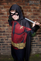 IMG_1942.jpg (Neil Keogh Photography) Tags: batman cape dc gold toppants tv jumpsuit red female utilitybelt male staff armour film mask manchestersummerminicon videogames cosplay black green cosplayer comics dccomics robin
