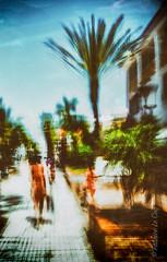 Le souffle coupé (Fabrice Le Coq) Tags: aabest rue street flou silouhète trottoir fabricelecoq ciel bleu vert