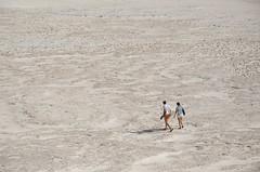 Travesía en el desierto (F719D) Tags: dune sand wind air sky clouds landscape nature nikon d7000 nikkor desert arena dunas desierto tourists people couple white summer