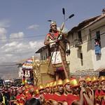Cusco: Las literas del Inka en su paso por las calles de la ciudad, en a festividad del Inti Raymi /(Fiesta del SOl), durante el Solsticio de invierno