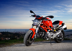 Ducati Monster (hyde_) Tags: barcelona red bike monster rojo motorbike hyde moto ducati